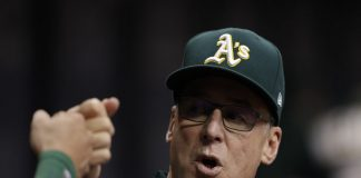 Athletics Bob Melvin Plays Chess With Rays Kevin Cash